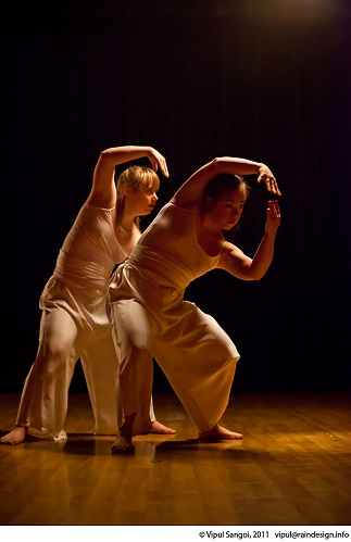 Daisy Garrett and Hannah Dempsey in 'The Reflection' choreographed by Aya Kobayashi  Photo credit Vipul Sangoi