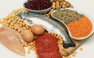 Fish, chicken, nuts, seeds, eggs and red meat are all high sources of protein: imagnum flickr