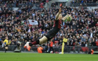 England's Chris Ashton flies in to score another Saracens try credit@twitter