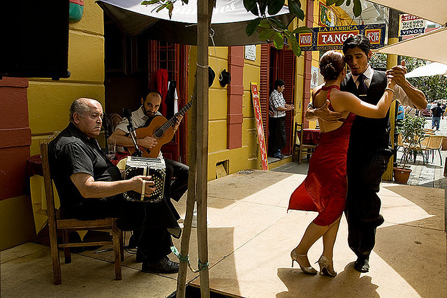 Tango in La Boca credit@Szymon Kochański via flickr.com