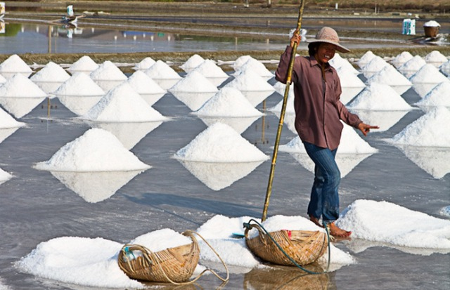 Sea salt in Thailand. Credit@Ursula