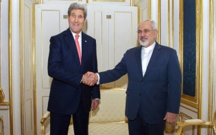 U.S. Secretary of State John Kerry shakes hands with Foreign Minister Javad Zarif of Iran in Vienna, Austria, on November 23, 2014. Credit@U.S. Embassy Vienna.
