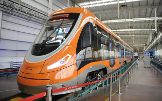 China's Qingdao Sifang Company recently rolled out a new hydrogen-powered tram, the first of its kind in the world. Credit@Xinhua