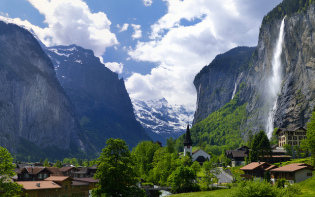 Lauterbrunnen , Switzerland influnced Tolkien's fictitious valley of Rivendell Credit@29237715N05viaflickr