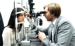 Eye examination.Credit@wikipediapFranko2
