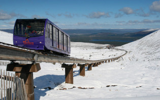 The Cairngorms funicular railway on a winters day. Credit@highlandguide.alcaigcottages.co.uk