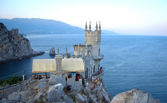 The Swallow's Nest in Yalta.Credit@d1mka.vetrov.flickr.com