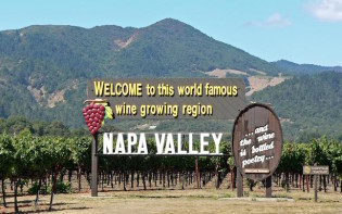 Welcome sign in Napa Valley.Credit@americanwineryguide.com
