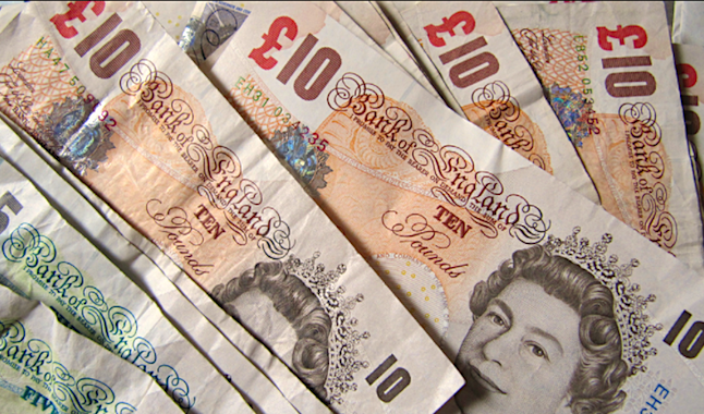 A favourable currency exchange rate may open the possibility of an increased number of foreign tourists visiting the UK. Credit@howardlakeviaflickr-com