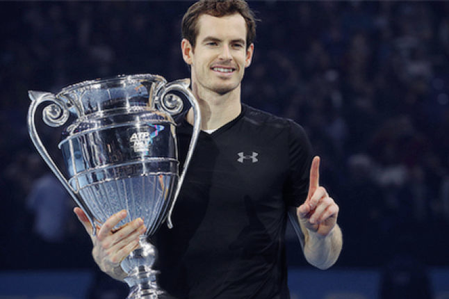 Andy Murray holds the number one ranking trophy. Credit @tumblr.com.