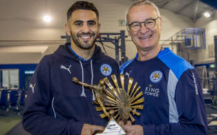 Mahrez and Ranieri with the African Player of the Year award. Credit @tumblr.com.