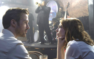 Ryan Gosling and Emma Stone getting acquainted in La La Land Credit@Dale Robinette & 2016 SUMMIT ENTERTAINMENT, LLC. ALL RIGHTS RESERVED.