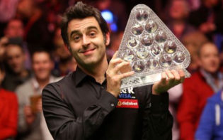 Ronnie O'Sullivan with the Masters trophy. Credit @pinterest.com.
