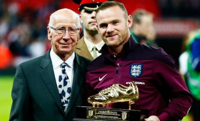 Wayne Rooney presented with his England top scorer award from previous holder Sir Bobby Charlton. Credit @pinterest.com.