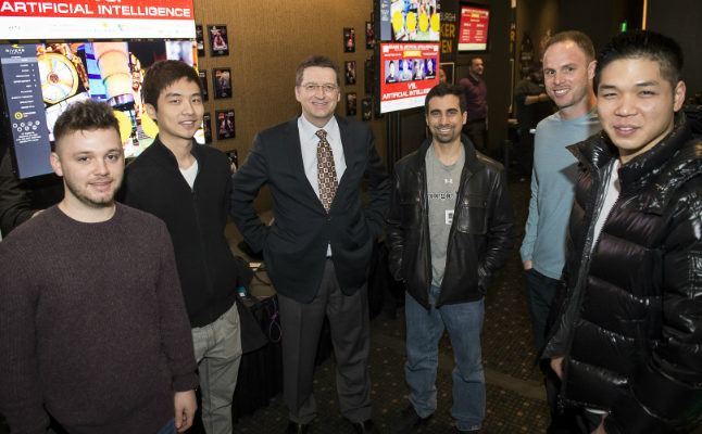 Libratus developers Prod. Tuomas Sandholm and Ph.D. student Noam Brown stad between the 4 Texas Hold 'em Poker specialists. Credit@2017 Rivers Casino. All rights reserved.