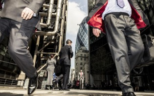 Employment rate in UK rises on the quarter