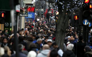 Boxing Day Shopping at Oxford Street in London