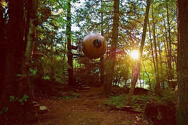 One of the two spheres that guests can stay in on Free Spirit Sphere resort. Credit@Agata via flickr.com