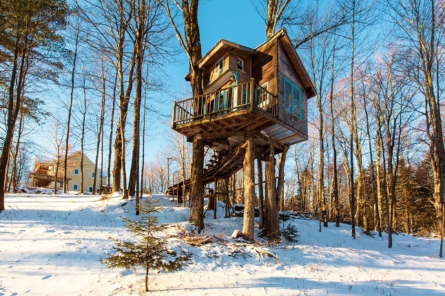 Tiny Fern Forest Treehouse in Lincoln, Vermont. Credit@Sebastien Barre via flickr.com