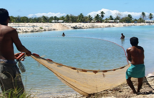 Local fishing in Kiribati. Credit@AusAID via flickr.com