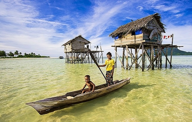 The Bajau get from house to house via hand crafted boats. Credit@Hazize San via flickr.com