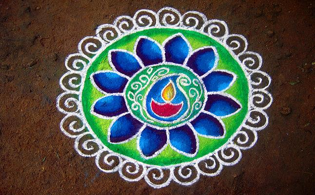 Rangoli patterns are drawn near entrances. Credit@ Pon Malar via wiki.com