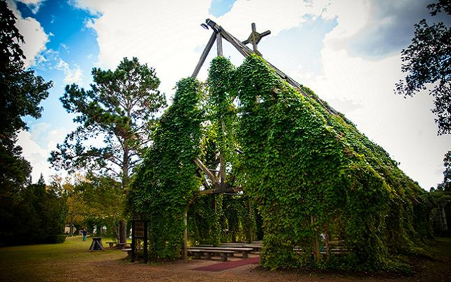 The building are kept to a architectural period style. Credit@ texrenfest.com