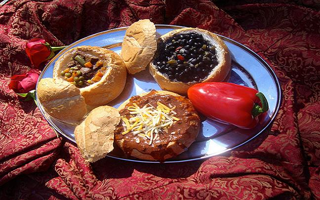Traditional 16th century  style food on offer at the Renaissance Festival. Credit@ texrenfest.com