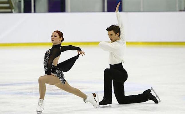 Smart & Buckland skating their way towards their first senior gold medals (credit@OliviaSmart viaTwitter)