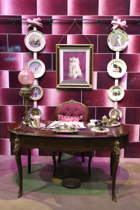 Dolores Umbridge's desk and kitten  plates from  her Ministry of Magic  office.  Credit@WarnerBros.