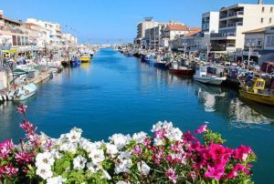 The canal separating the west side from the east side of the seaside resort Palavas-les-Flots.Credit@flickr.com