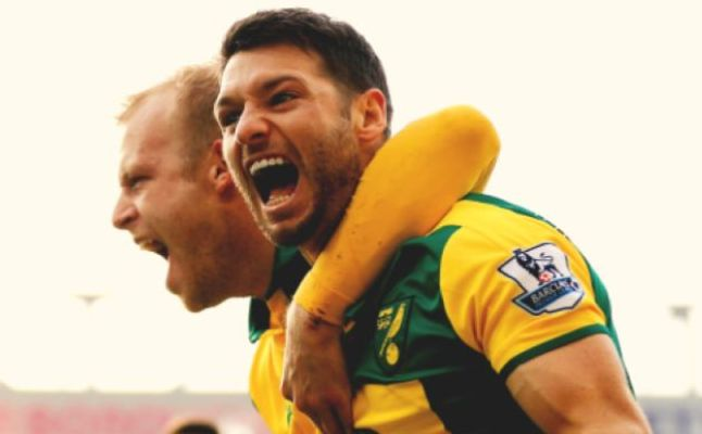 Steven Naismith and Wes Hoolahan celebrating a Norwich City goal. Credit @tumblr.com