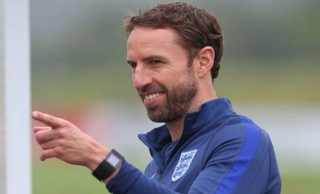 Gareth Southgate providing instructions to the England players. Credit @pinterest.com.