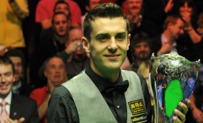 Mark Selby holding the UK Championship trophy aloft. Credit @tumblr.com.
