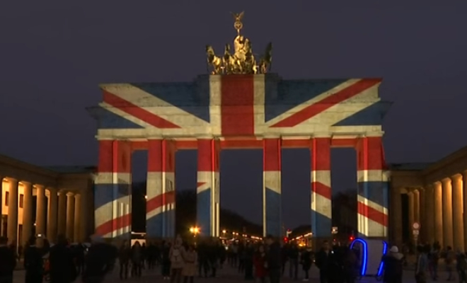 The Brandenburg Gate illuminated with the colours of the Union Jack. Credit @pinterest.com.